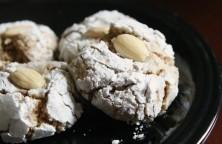 Kulche Badami (Almond cookies)